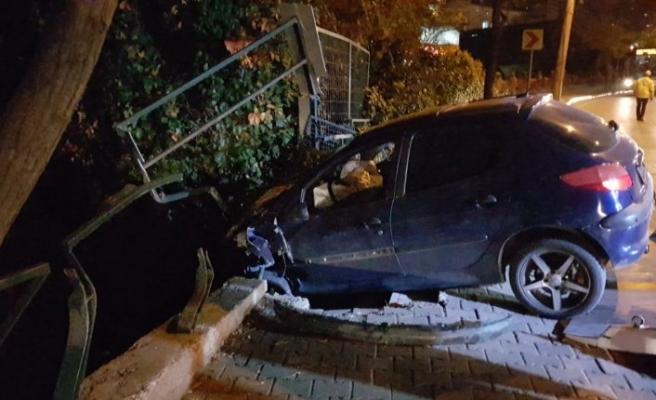 Bursa'da otomobili ile dereye uçmaktan son anda kurtuldu