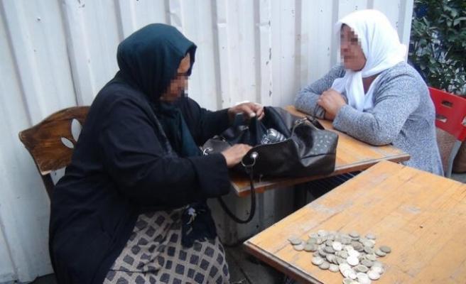 Kadın dilenciler suçüstü yakalandı