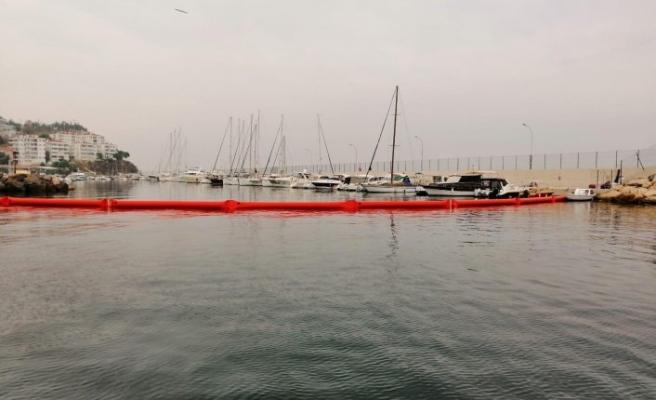 Marmara'da kirlilik alarmı...Liman trafiğe kapatıldı