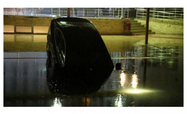 Otomobil havuza uçtu!