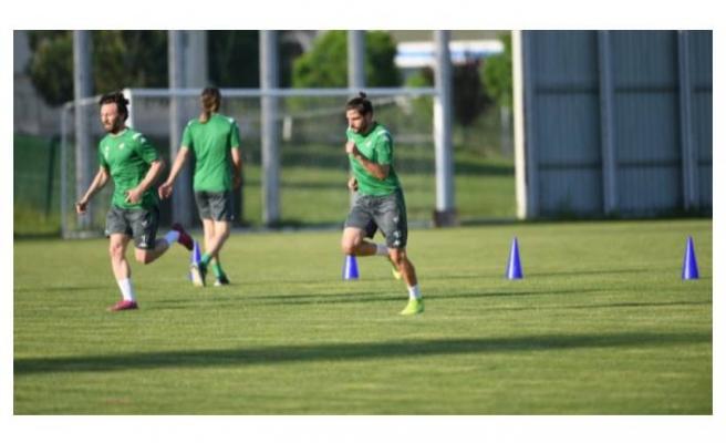 Bursaspor antrenmanlara devam ediyor