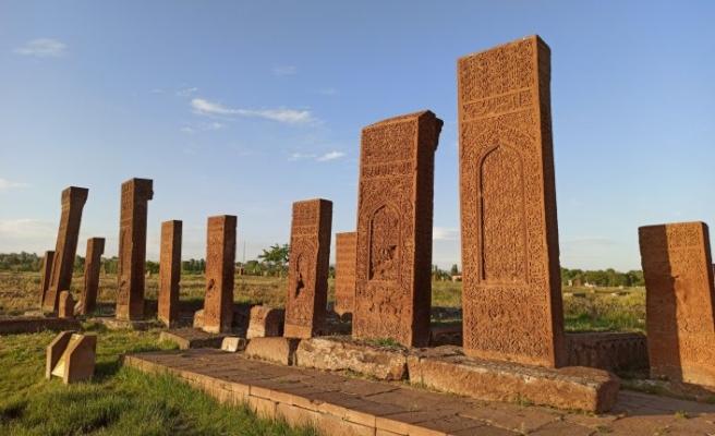 Dünyanın en büyük İslam mezarlığı yeniden kapılarını açtı