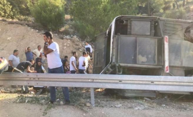 Askerleri taşıyan otobüs devrildi: Şehitlerimiz var