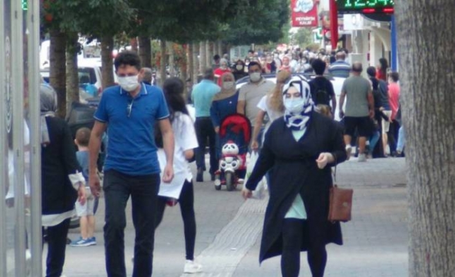 Bursa'da vaka sayıları artıyor... İnegöllüler koronaya kafa tutuyor