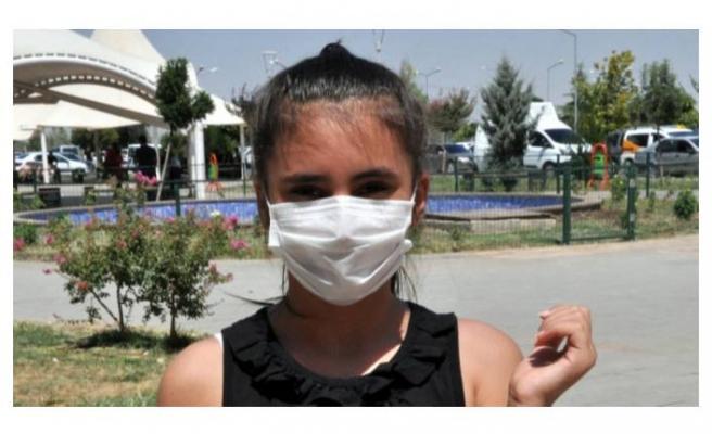 Kazan devrilmesiyle elleri ve kollarında yanıklar oluşan Zeynep, yardım istiyor