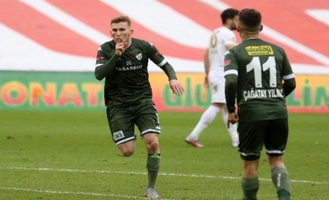 Burak Kapacak, Bursaspor'un 10 golüne doğrudan etki yaptı
