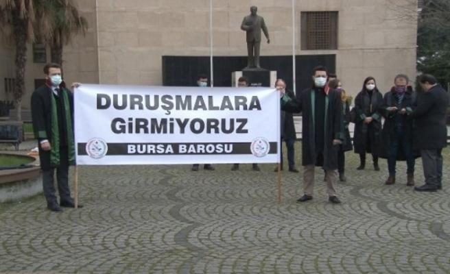 Bursa'da avukatlar duruşmalara girmeyerek sessiz eylem başlattı