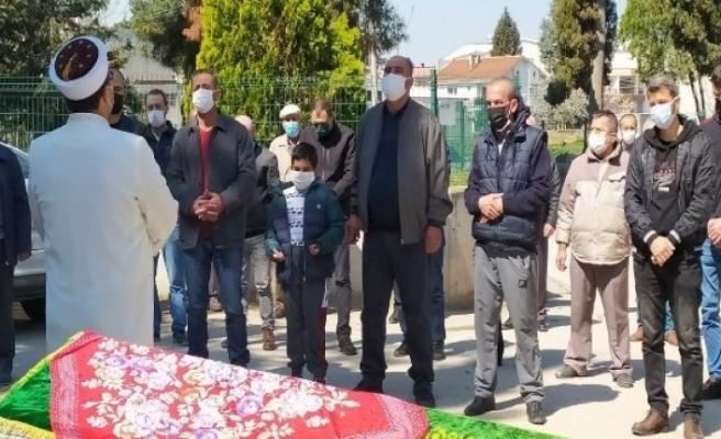 Bursa'da 8 yaşındaki Halim'in en acı vedası... Annesinin cenaze namazını kıldı