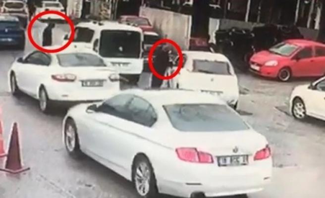 Bursa'da kadın sürücü çalınan aracının peşinden metrelerce koştu