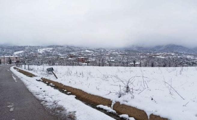 Bursa'nın merkez ilçelerinde kar kalınlığı 20 santimetreye ulaştı!