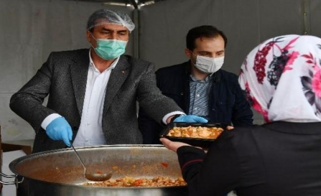 Bursa Osmangazi'de sofralar ayrı, gönüller bir