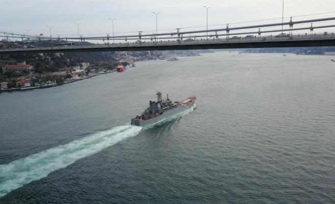 Rus donanmasına ait savaş gemileri İstanbul Boğazı'ndan geçti