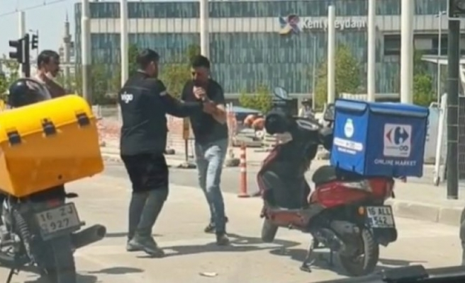 Bursa'da motosikletli kuryeler kavga etti!