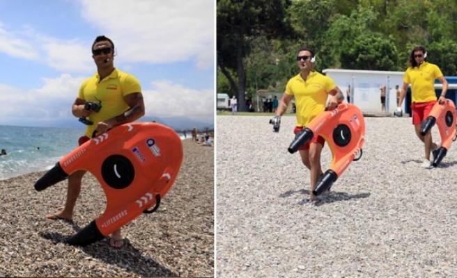 Türkiye'de ilk kez Antalya'da! Cankurtaran robot 'Fasty' sahilde görevde