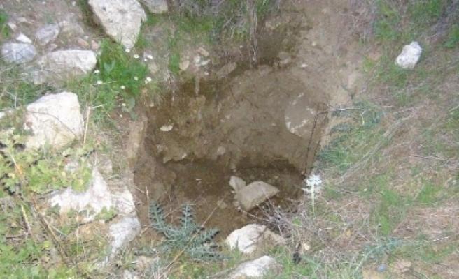 Agrilion Antik Kentinde Kaçak Kazılar