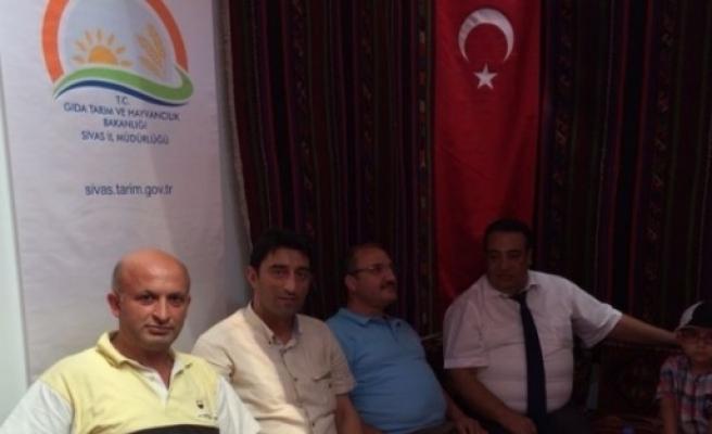 Ak Parti İlçe Başkanı Kelebek Ve Tarım İl Müdürü Çelik Sivas'ta Düzenlenen Fuara Katıldı