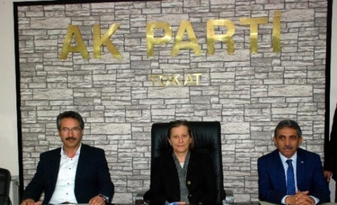 Ak Parti'de İlçe Başkanları Toplantısı