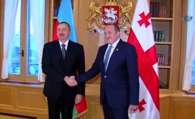Aliyev, Gürcü mevkidaşıyla görüştü