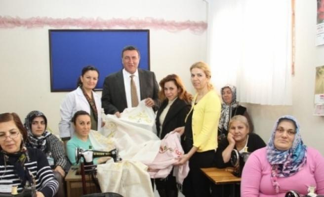 Atalar Kurs Merkezi'nde Kadınlara Meslek Kursu