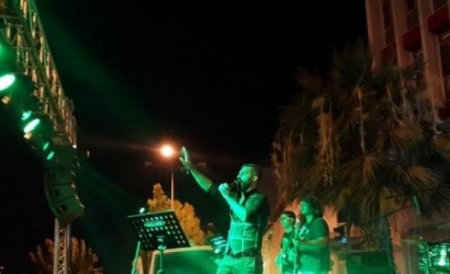 Aydınlı Esnafların Desteğiyle Konser Düzenlediler