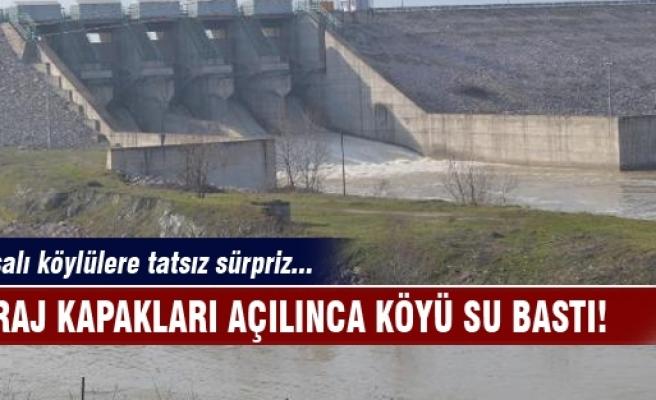 Baraj kapakları açılınca köyü su bastı