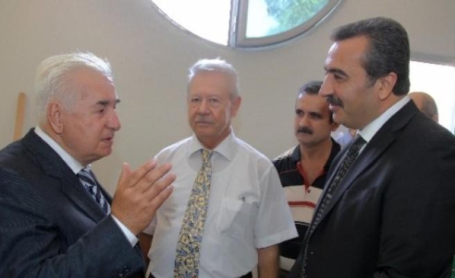 Başkan Çetin, Çağ Üniversitesi'nde Sergi Açtı