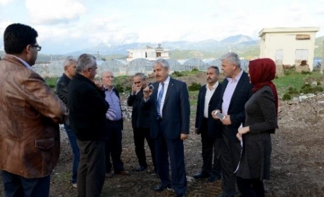 Başkan Çetinkaya, Mavikent'te Yapılacak Cami Yerinde İnceleme Yaptı