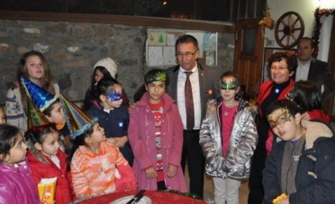 Başkan Saka Ve Öğrenciler Yeni Yılı Birlikte Karşıladı