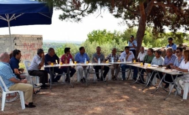 Başkan Tarhan Mahalle Muhtarlarını Gezerek Sorunları Yerinde İnceliyor