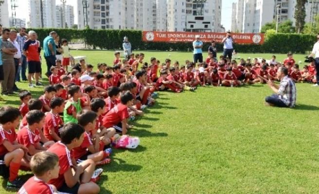 """Başkan Uysal, """"22 Parkta Sabah Sporu Yapılacak"""""""