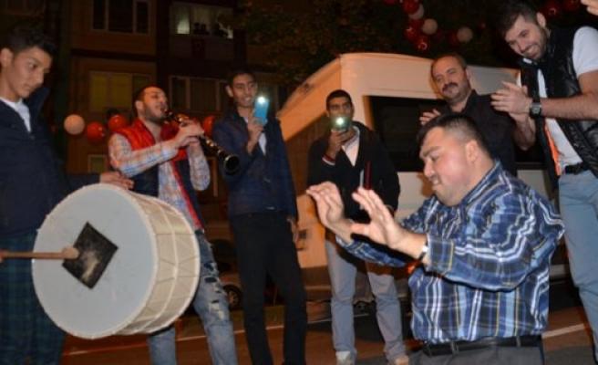 Bursa'da mahalleliler Cumhuriyet coşkusunu böyle kutladı