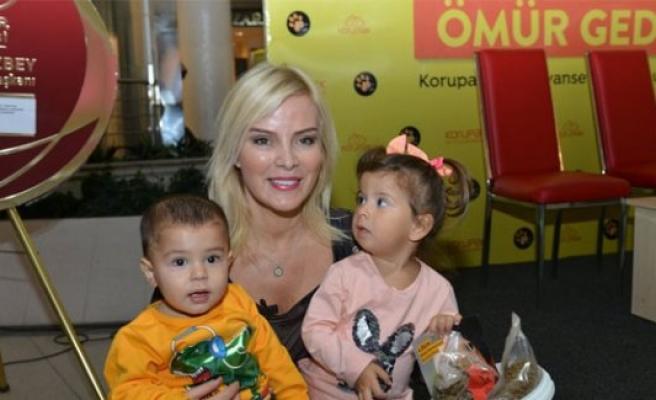 Bursa'da Ömür Gedik, sokak hayvanları için mama dağıttı