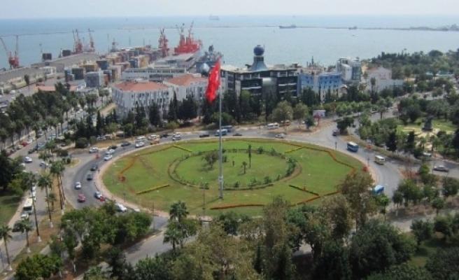 Büyükşehir Belediyesi Yeşil Alanlarda Çalişmalarini Sürdürüyor