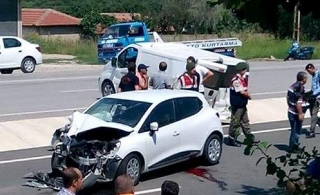 Cenazeye Giderken Kaza Geçirdiler: 1 Ölü, 4 Yaralı