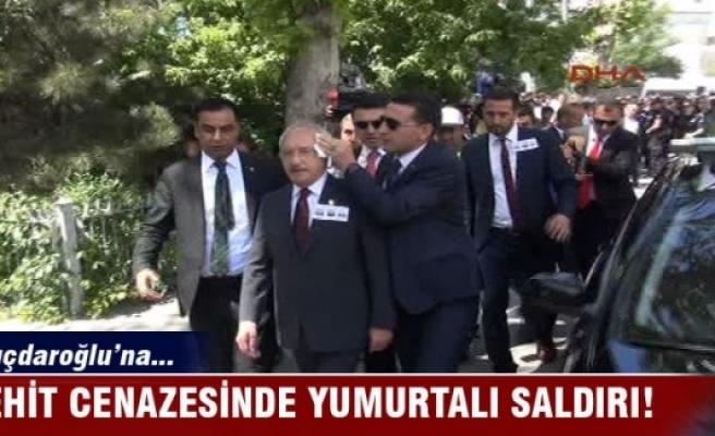 CHP liderine şehit cenazesinde yumurtalı protesto