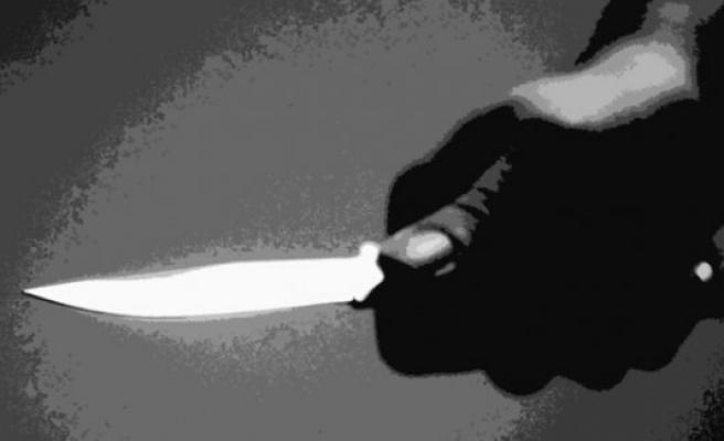 Cinnet getiren adam karısı bıçaklayarak öldürdü