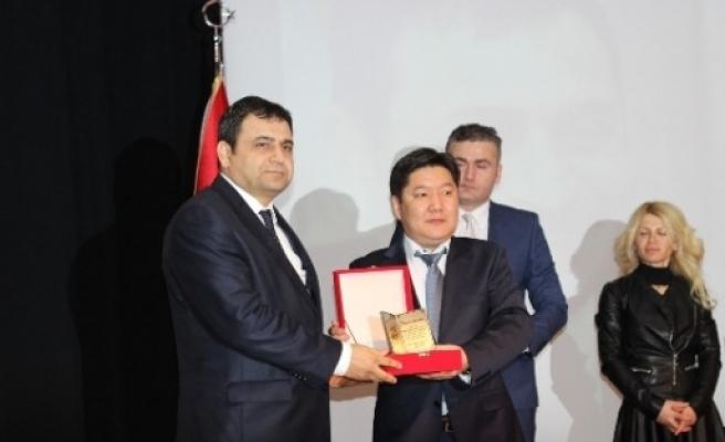 Çomü Rektörü Laçiner'e 3 Ödül Birden