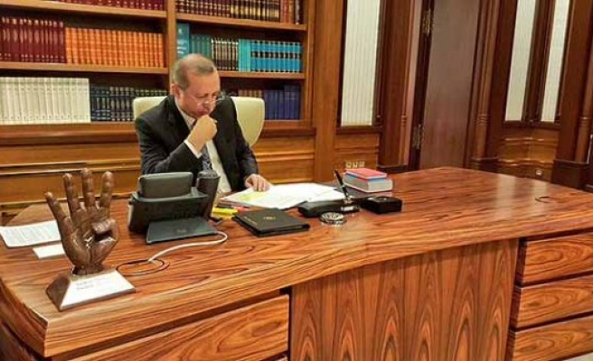 Cumhurbaşkanı'nın masasında dikkat çeken ayrıntı