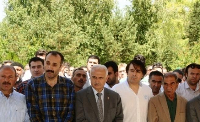 Erzurum Barosu Eski Başkanı Kara'nın Annesi Son Yolculuğuna Uğurlandı