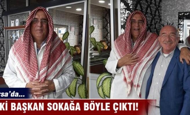 Eski başkan Arap şeyhi kıyafetiyle sokaklarda gezdi