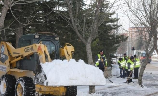 Eskişehir'de Kar Temizleme Çalişmalari