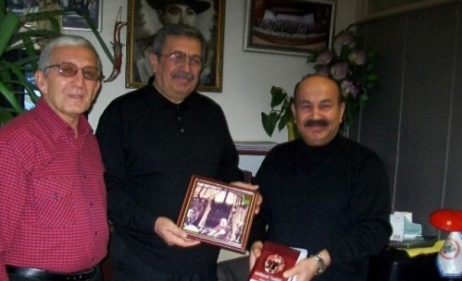 Eskişehirli Şairlerden İş Adamı Halis Çopur'a Teşekkür Plaketi