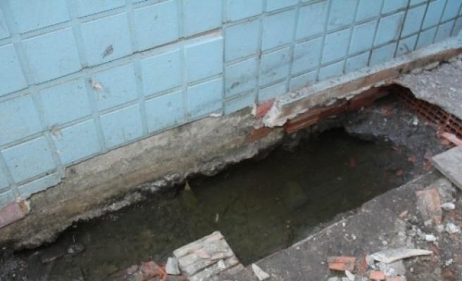 Evini Kanalizasyon Suyu Basan Vatandaş Çaresiz