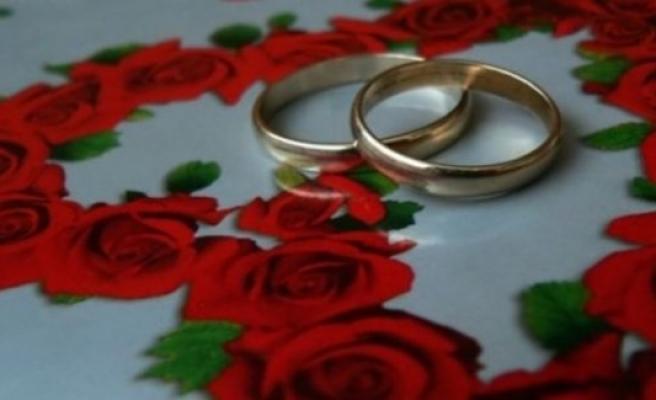 Evlenmek isterken...