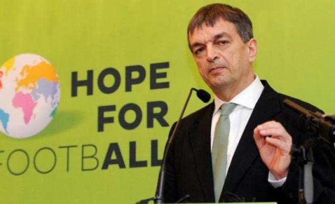 FIFA başkanlığı adaylığından çekildi!