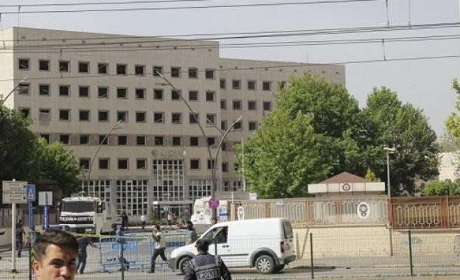 Gaziantep'te 61 emniyet personeli gözaltına alındı