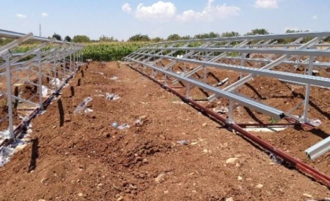 Güneş Panelinden Elektrik Enerjisi Üretiliyor
