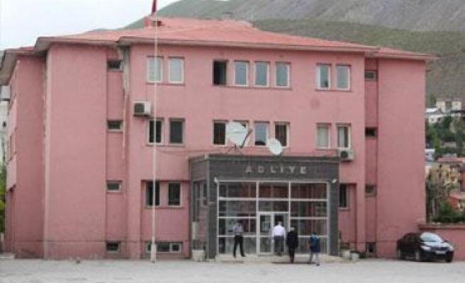 Hakkari'de kurtarılan 3 kız serbest bırakıldı