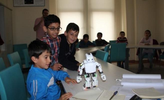 Hayal olan robotlar faaliyete geçti