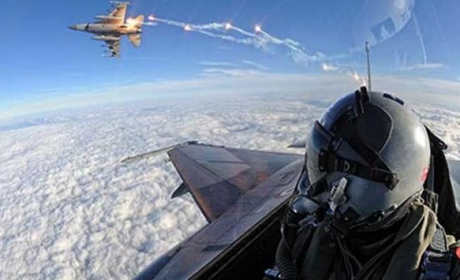 """Hem F16 hem THY uçağı kullanacak 800 pilot var"""